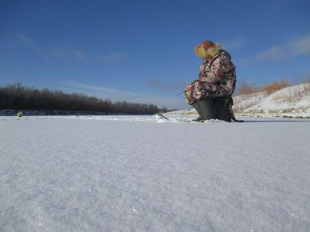 Фото 1: На зимней рыбалке особенно важно знать расписание клёва.